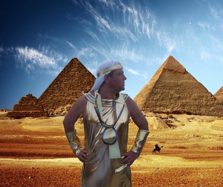 Javi en las pirámides.
