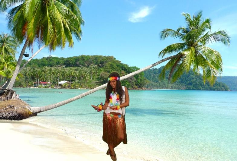 María en una playa paradisíaca.